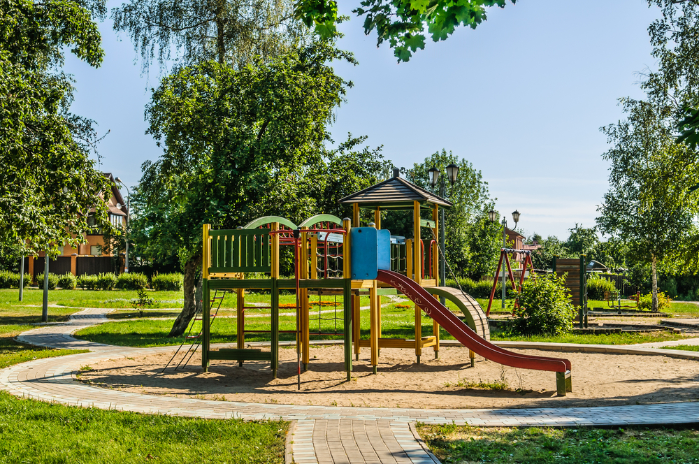 installation aire de jeux enfants